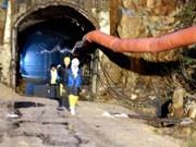 Lam Dong : secours de 12 ouvriers piégés dans un tunnel effondré
