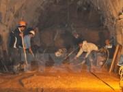 Avancées des secours des ouvriers coincés à Lam Dong