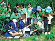 Les jeunes hommes d'affaires s'engagent à protéger les animaux sauvages