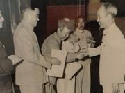 Exposition de photos sur les 65 ans des relations diplomatiques Vietnam - Chine