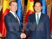 Entretien entre les Premiers ministres vietnamien et russe