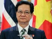 Le PM Nguyen Tan Dung quitte le pays pour participer au 26e Sommet de l'ASEAN