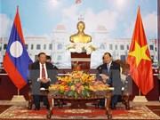Des dirigeants d'HCM-Ville reçoivent des délégations laotienne et cambodgienne