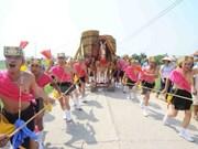 Chaleur et convivialité pour la fête de saint Gióng
