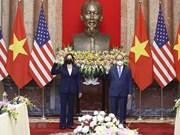 Le président Nguyen Xuan Phuc reçoit la vice-présidente américaine Kamala Harris