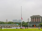 Le drapeau en berne en hommage de l'ancien secrétaire général du Parti Lê Kha Phiêu