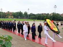 Les députes de l'AN rendent hommage au Président Ho Chi Minh