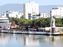 Le jour de la Saint-Valentin sur le pont de l'amour de Da Nang