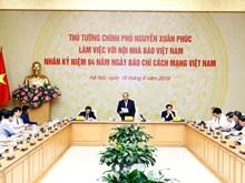 Le Premier ministre Nguyen Xuan Phuc travaille avec l'Association des journalistes vietnamiens