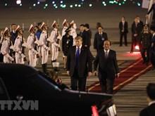 Le président américain Donald Trump arrive au Vietnam