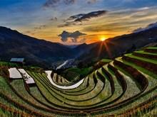 La région montagnarde à la saison de la mise en eau des rizières