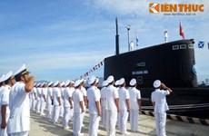 Cérémonie de lever du drapeau national sur deux nouveaux sous-marins