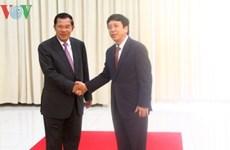 Le Premier ministre cambodgien reçoit le directeur général de la VOV