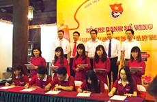 Les premiers lauréats des universités et instituts de Hanoi honorés