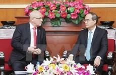 Le président du groupe parlementaire allemand CDU-CSU en visite au Vietnam