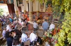 Bac Lieu : Remise de cadeaux aux Khmers en l'honneur de la fête Sene Dolta