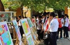 Des élèves de Hanoi célèbrent la Journée internationale de la fille