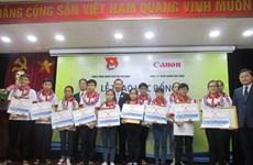 Canon Vietnam : des bourses d'édudes aux élèves démunis