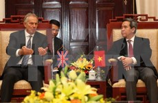 Le gouverneur de la Banque d'Etat du Vietnam reçoit l'ex-PM britannique Tony Blair