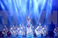 Une troupe artistique du Yunnan (Chine) en spectacle à Hanoi