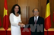Entretien entre le président de l'AN vietnamienne et la présidente du sénat belge