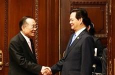 Le PM Nguyen Tan Dung reçoit le président de la Chambre des conseillers du Japon