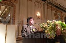 Tran Mai Hanh reçoit le prix littéraire de l'ASEAN
