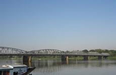 La beauté du pont Truong Tiên de Huê