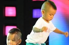 Les deux plus jeunes artistes de cirque du Vietnam