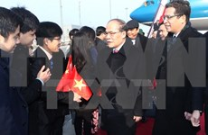 Nguyen Sinh Hung se rend à l'ambassade du Vietnam en Chine