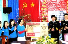 Visite printanière à Truong Sa, Côn Co et Bach Long Vi