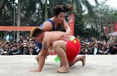 À Hai Phong, combat entre lutteurs et lutteuses