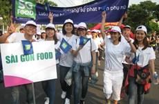 Plus de 5.000 personnes marchent pour le progrès des femmes