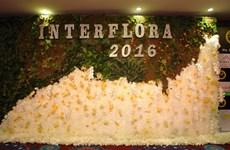 HCM-Ville: concours international de décoration florale sur l'áo dài