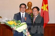 L'ambassadeur singapourien décoré de l'Ordre de l'Amitié