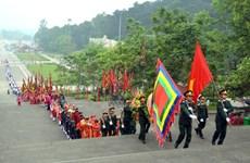 Offrande d'encens en hommage aux rois fondateurs du pays