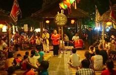 """Dà Nang introduit le """"bài choi"""" auprès des touristes et de la population locale"""