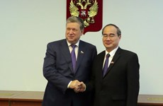 Le chef du FPV Nguyen Thien Nhan en visite en Russie