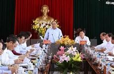 Le Premier ministre Nguyên Xuân Phuc en tournée à Vinh Long
