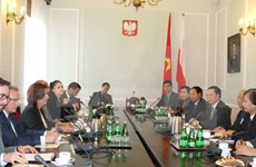 Le vice-président de l'AN Uông Chu Luu en visite de travail en Pologne