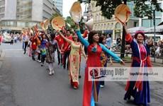 De nombreux Vietnamiens à la Parade des cultures en Allemagne