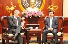 Le secrétaire du Comité du Parti de HCM-Ville Dinh La Thang reçoit un diplomate américain