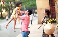 Le bonheur de la famille vietnamienne en image