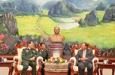 Des dirigeants laotiens apprécient la coopération militaire avec le Vietnam