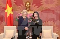La présidente de l'Assemblée nationale reçoit les ambassadrices du Danemark et de Suède
