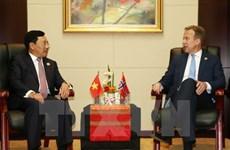 Pham Binh Minh rencontre des chefs de la diplomatie norvégienne, néo-zélandaise et canadienne.