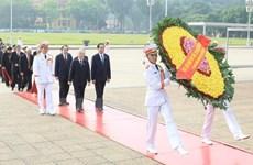 Les dirigeants rendent hommage aux Morts pour la Patrie