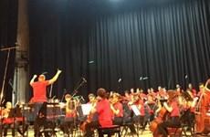 Le chœur Quê hương exprime son amour de la Patrie dans un premier CD