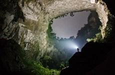 Cinq cents touristes conquièrent avec succès la grotte Son Doong