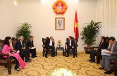 Le PDG du groupe AIA reçu par le vice-Premier ministre Vuong Dinh Hue